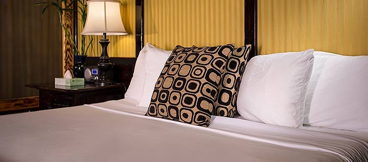 Deluxe King Room Bed
