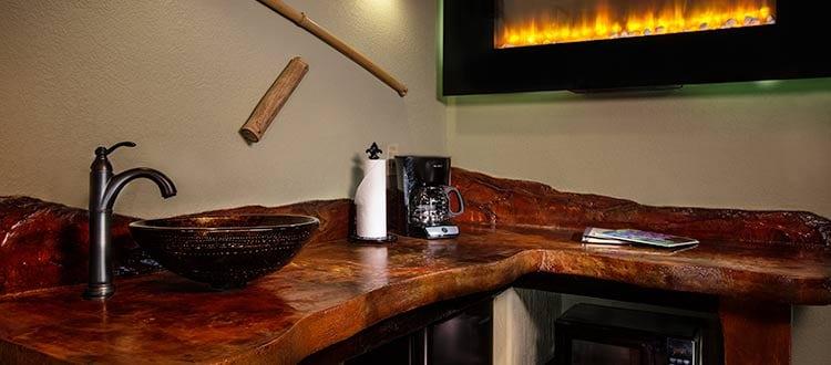 Deluxe King Room Wet Bar