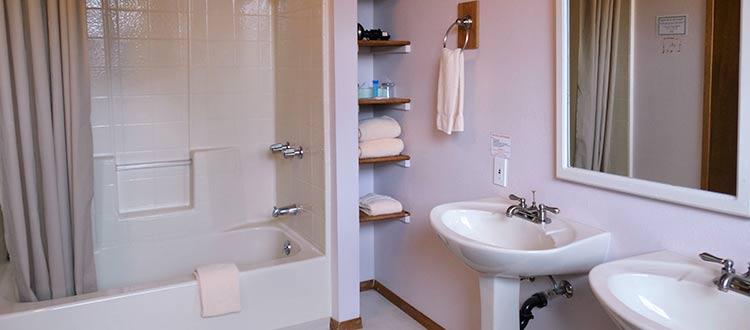 Lokahi Lodge Bathroom