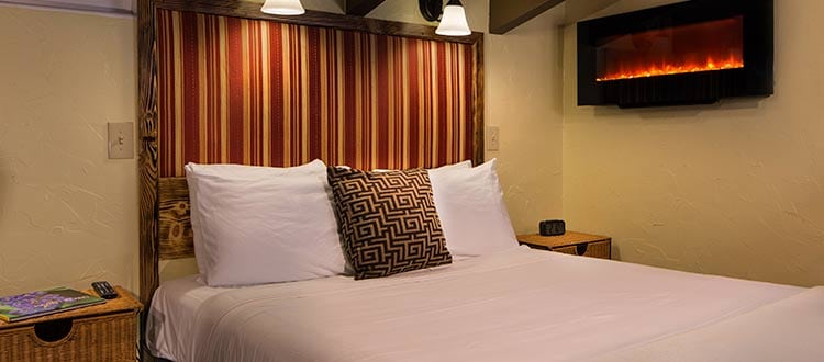 Standard Queen Bed - Kilauea Hotel