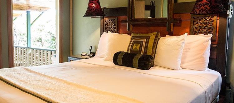 Standard Queen Bed - Kilauea Hotel